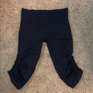 Navy cropped Lululemon Leggings